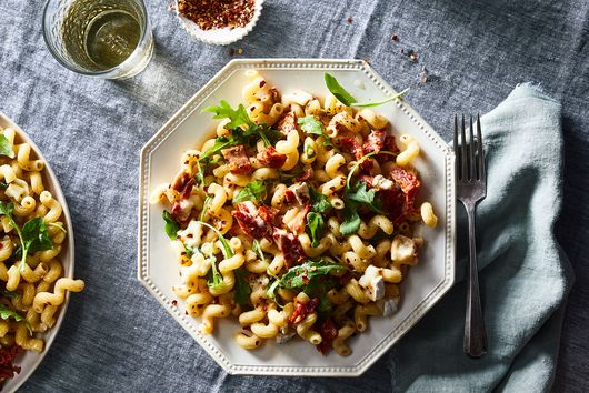 Cavatappi with Sun-Dried Tomatoes, Brie & Arugula