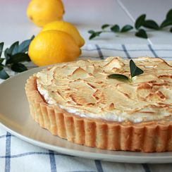 Lemon meringue shortbread tart