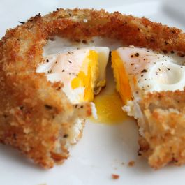 Fried Egg Inside an Onion Ring