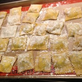2507db3c-38ab-40d4-afbf-7cae1b9d5fe8.homemade_ravioli_with_ricotta_cheese_and_spinach_filling
