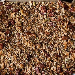 3b80be08-57a3-4625-be0d-e090b15a0ddb--15831_nekisia_davis_olive_oil_and_maple_granola