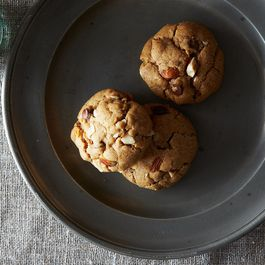 1f4873e4-a56f-47be-96e3-8c52de4273cd.2013-0604_almond-choc-chip-cookies-011