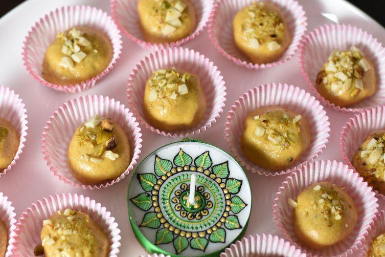 Besan Ladoo- Chickpea Flour Fudge