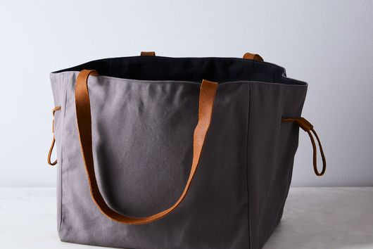 Etta Food & Picnic Tote with Cutting Board
