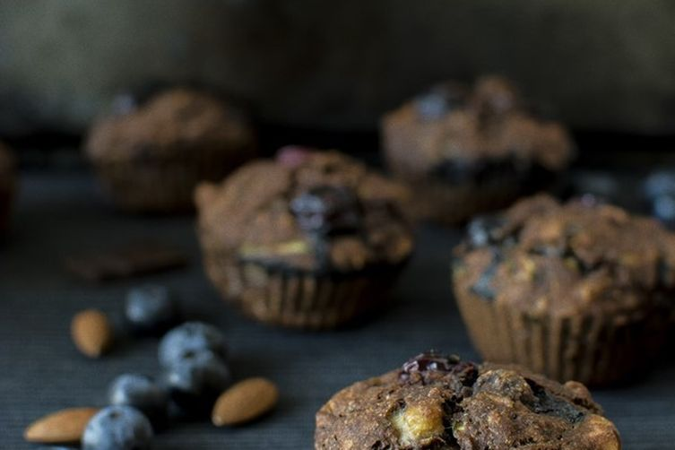 Chocolate zucchini – carrot muffins with blueberries