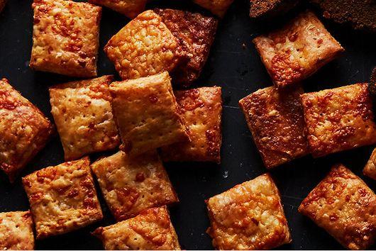 Flaky Cheddar-Parmesan Crackers