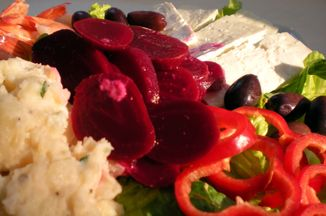 B36dc1c2-6091-49dd-8980-c6ba69f3c459--greek_salad_with_beets