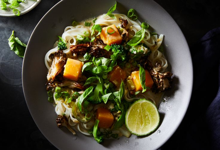 The Simplest Vegetarian Green Curry & Noodle Bowls, Ready in Under 30 Minutes