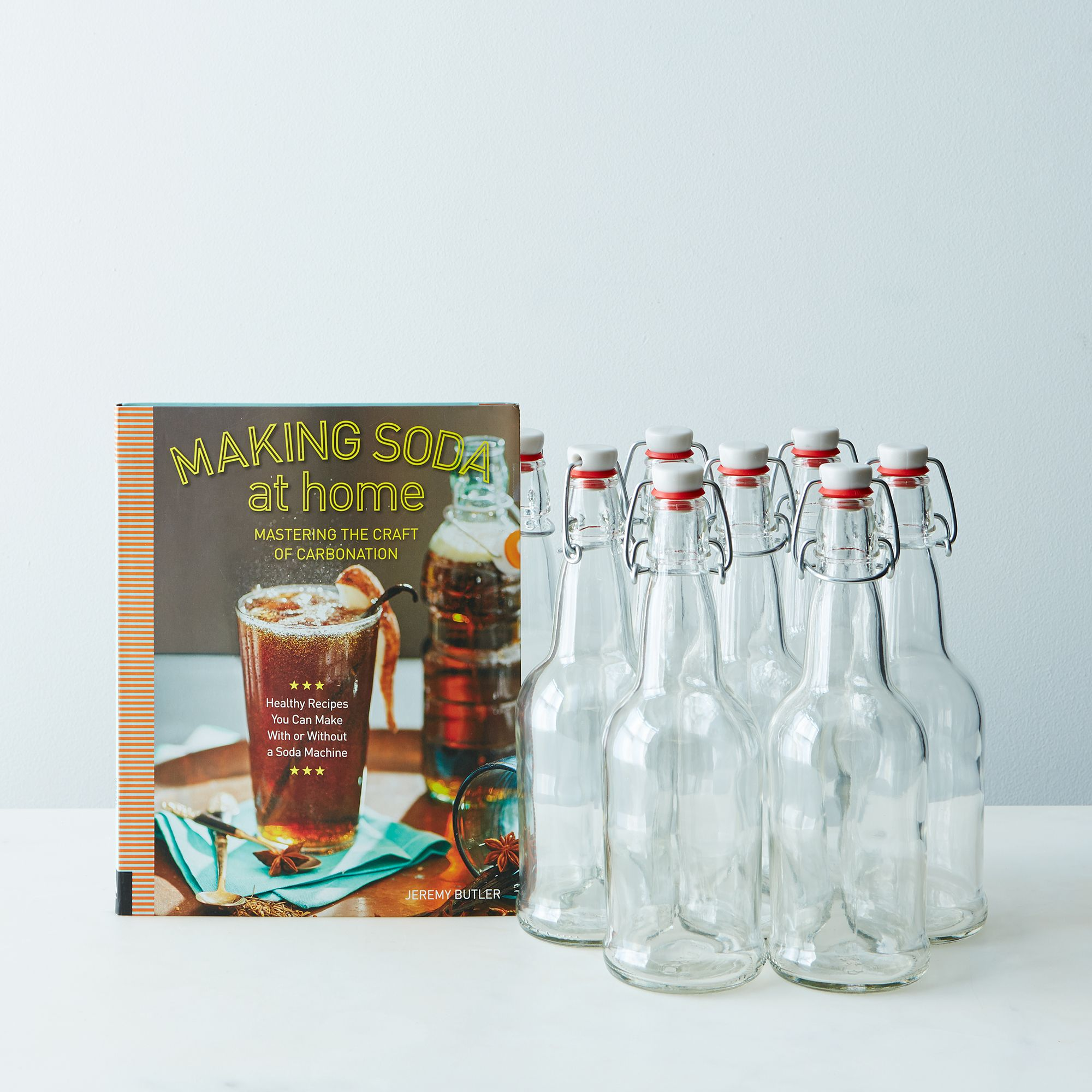 77858d74-f276-4171-a191-48286019eec3--mountain-feed-and-farm_making-soda-at-home-clear-swing-top-bottles-set-of-8_provisions_mark_weinberg_04-09-14_0454_silo