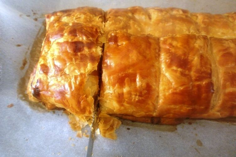 Feta Cheese Strudel with Puff Pastry: easy and quick Greek Tiropita