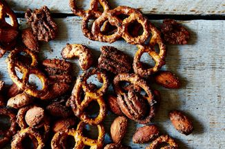 E9fb84c5 0bee 47d8 97a3 3c8098c747b1  sweet and spicy pretzel nut mix food52 mark weinberg 14 11 18 0075