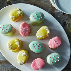 Two-Bite Cakes That Look Like Easter Eggs (and Taste Even Better)