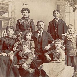 971f173b 349c 47b1 8fcb c1841991e10f  anna schmidt and family