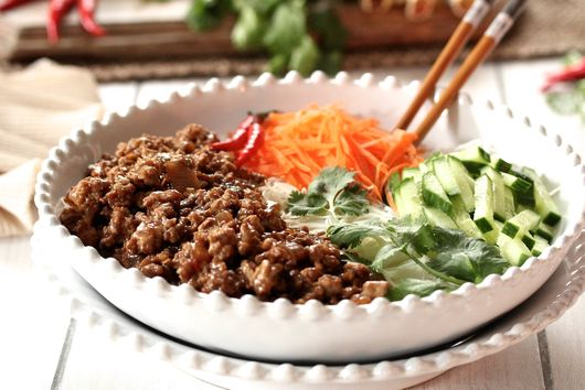 VIETNAMESE GROUND PORK RICE NOODLE BOWL