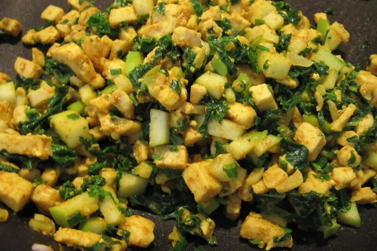 Curry Chicken, Kale and Green Apple Manapua