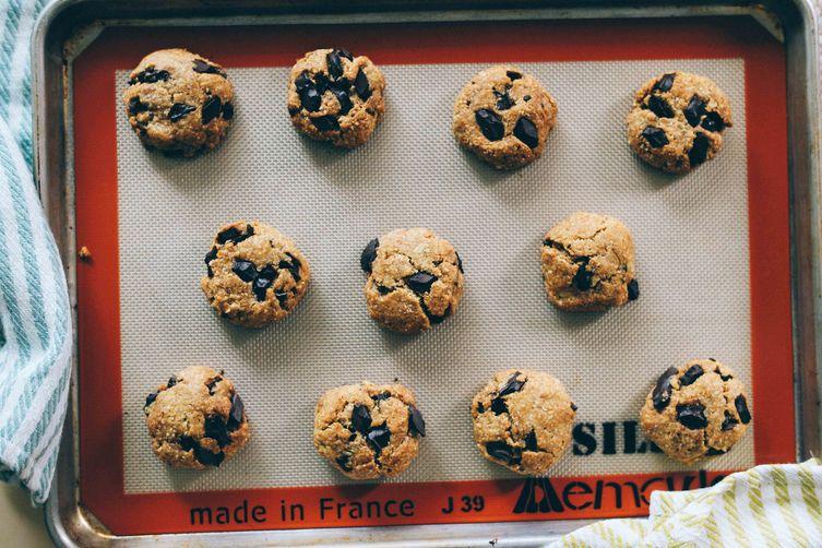(Vegan) Chocolate Chip Agave Oat Cookies