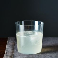 Here's How To Make Your Gin Cocktails Bubbly and Bright