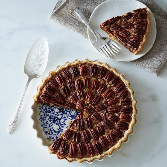 Pour la tourtière d'Annette stoneware pie plate