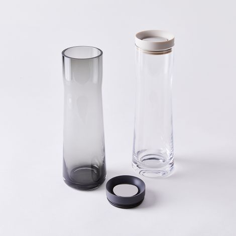 Modern Carafe with 360º Pour Silicone Lid