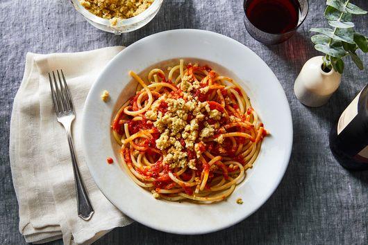 "This 4-Ingredient Vegan ""Cheese"" Makes Pasta Night So Much Better"