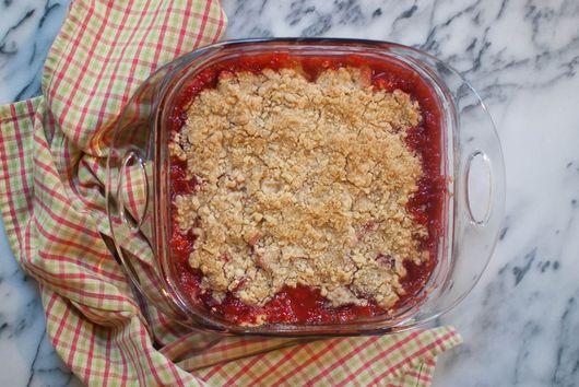 Easy Strawberry Rhubarb Crumble