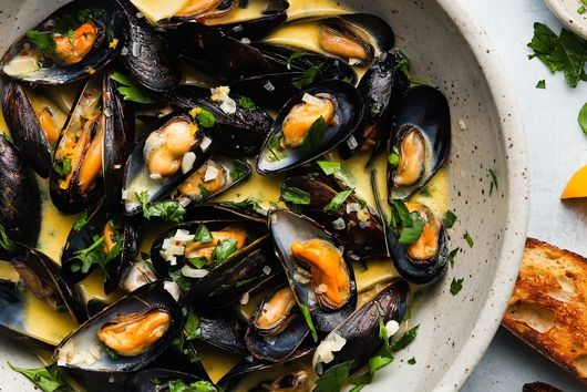 Steamed Mussels in White Wine & Lemon From Lindsey Baruch
