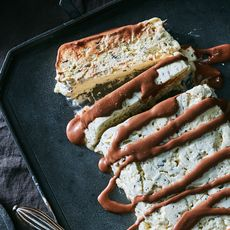 Nigella Lawson's Meringue Gelato Cake with Chocolate Sauce