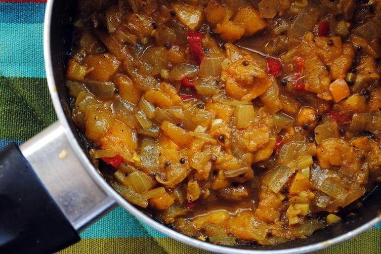 Loquat-Onion Chutney