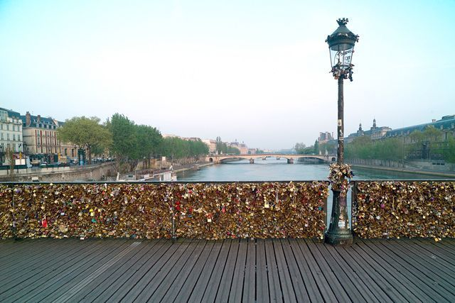 6 home design links to love this week for The lock bridge in paris