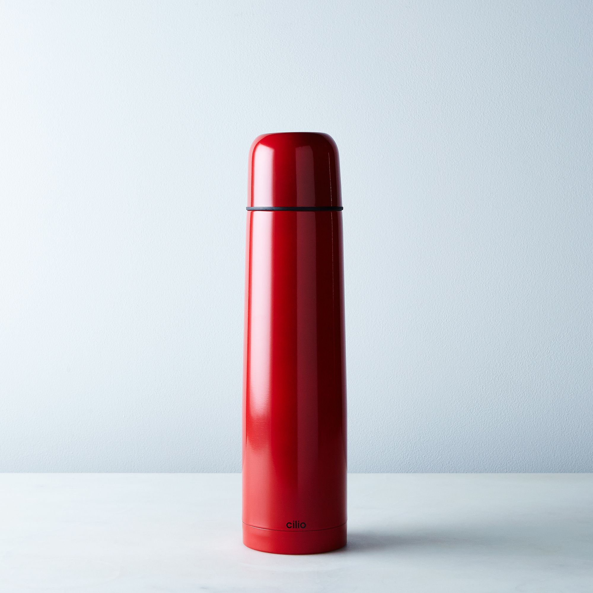 C07e9b86-a0f8-11e5-a190-0ef7535729df--2015-0729_frieling_insulated-travel-bottle_large-red_silo_rocky-luten_003