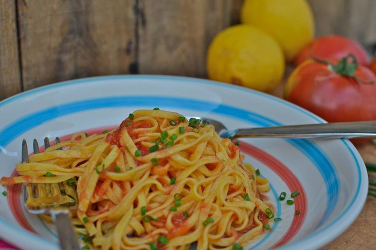 Pasta with Raw Tomatoes & Lemon Infused Olive Oil