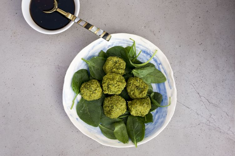 6-ingredient green vegan balls with quick teriyaki sauce {gluten-free}