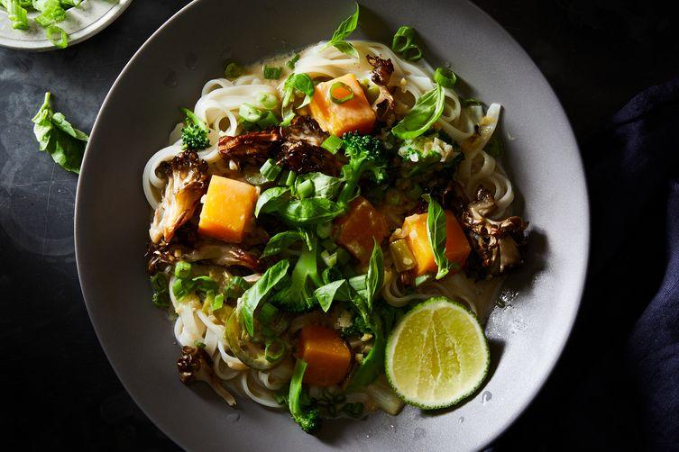 Simple Weeknight Vegetarian Green Curry & Noodles