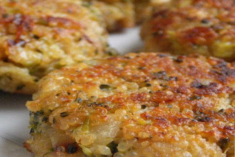CHEESY QUINOA AND BROCCOLI PATTIES