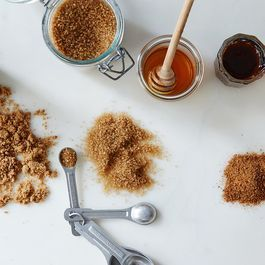The 5 Natural Sugars You Should Have in Your Pantry