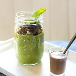 Raw Breakfast Parfait with Spirulina Milk