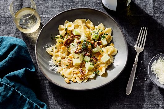 Creamy Gorgonzola Farfalle With Apples & Pecans
