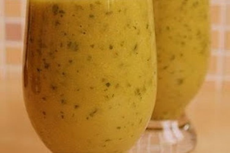 A Healthy and Refreshing Tomato-Avocado Smoothie