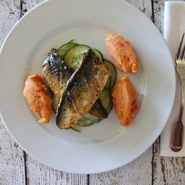 Mackerel fillets with potato and tomato mash and cucumber salad