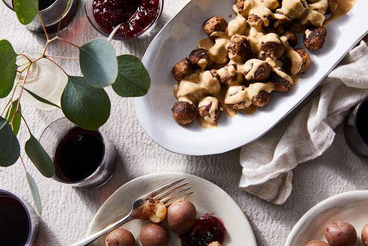 Swedish Meatballs & Cream Sauce (Köttbullar Och Gräddsås)