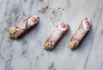 How to Make Homemade Sicilian Cannoli