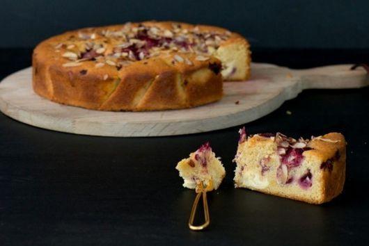 Raspberry & Vanilla cake with Honey Cream Cheese Chunks