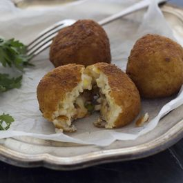 Risotto Fritters Filled With Mozzerella (Arancini)