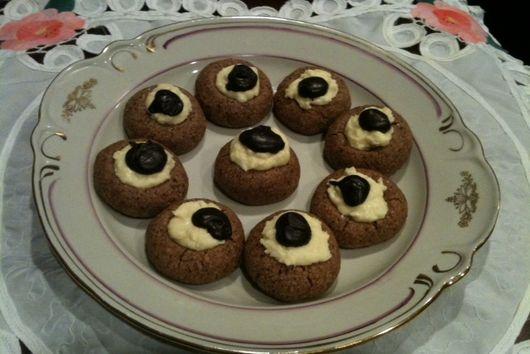 Chocolate Amoretti Macaroons.
