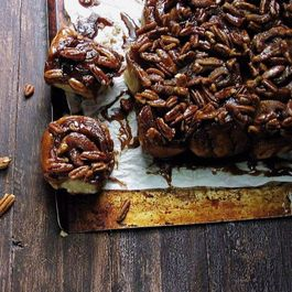 Tom Hiddleston triple cinnamon pecan sticky buns