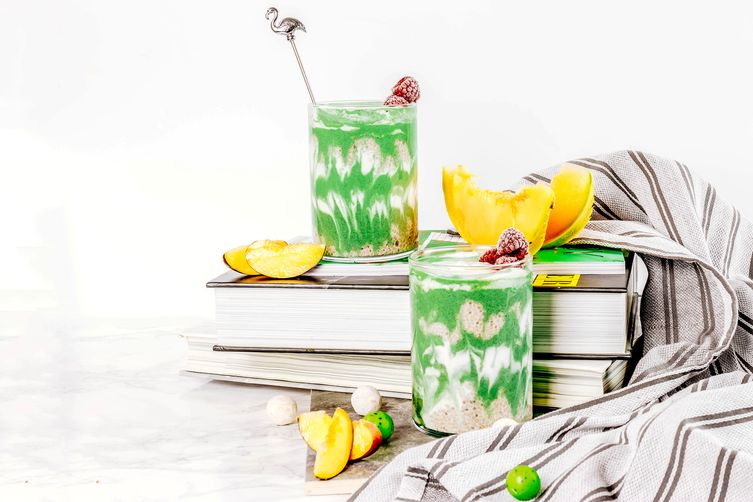 SUPER GREEN PEAR APPLE AND CHIA SEEDS SMOOTHIE