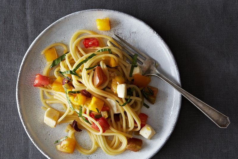 Summer Raw Pasta Sauce with Spaghetti