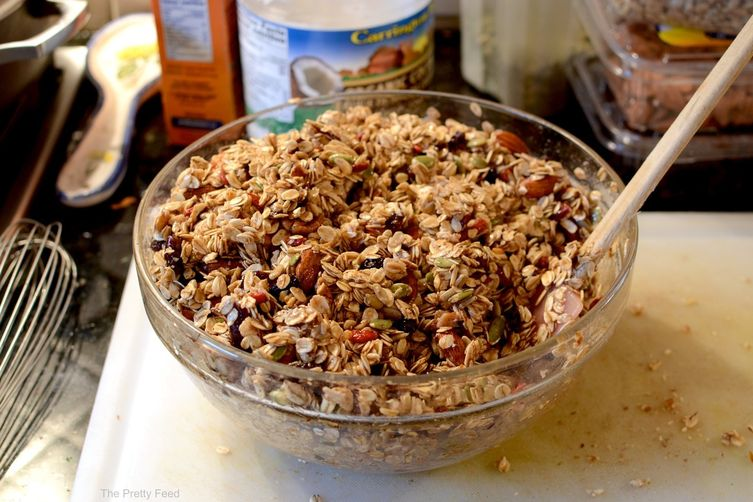 MAPLE OATMEAL NUT GRANOLA BARS: THE PRETTY FEED
