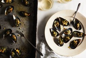 856adfa7 f809 4e5c bbdc b5bcf61e4eef  2018 0221 two fat ladies broiled mussels with herbed breadcrumbs 3x2 rocky luten 012