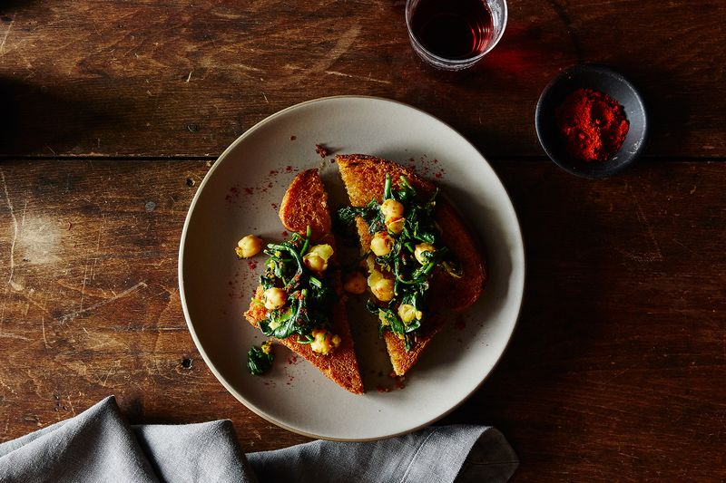 A Genius Way to Marry Chickpeas & Spinach (Or Whatever Is in Your Fridge Now)
